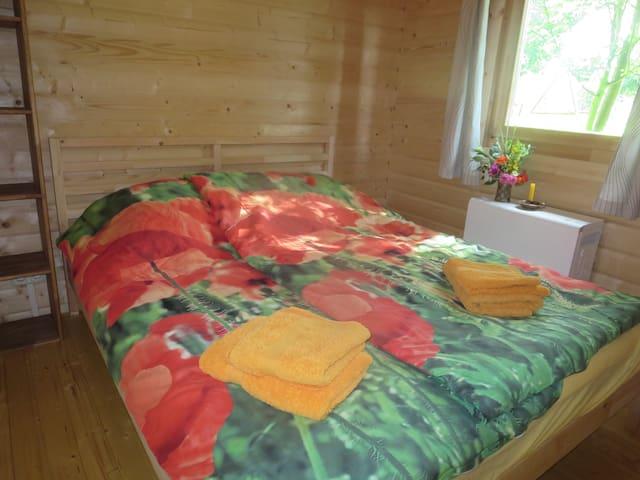 Bett 1,60 m breit