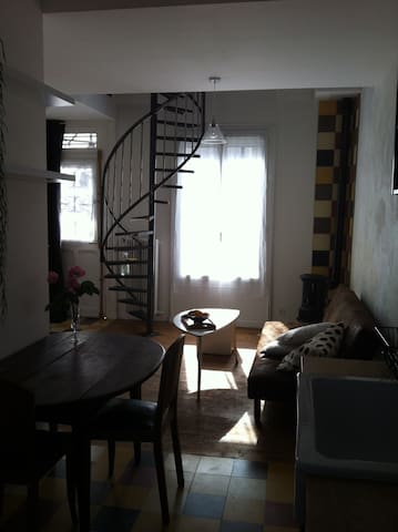 Loft atypique dans petite maison charmante