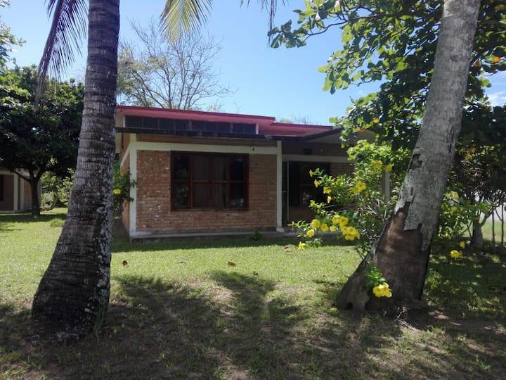 Casa pequeña a unos pasos del mar, Costa Esmeralda