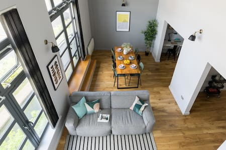 Loft Penthouse Canal view, gated Parking, Sleeps 8