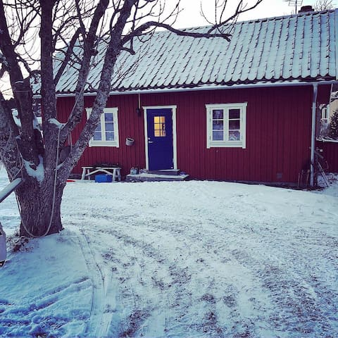 Hyr mysigt hus i höst/vinter på Möja för 4 pers!