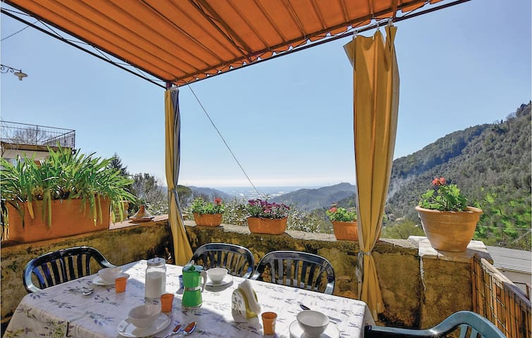 Holiday apartment with 2 bedrooms on 115m² in Greppolungo -LU-