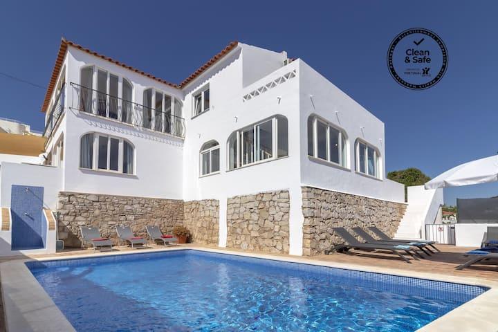 Villa James, corazón del pueblo, vista al mar, piscina