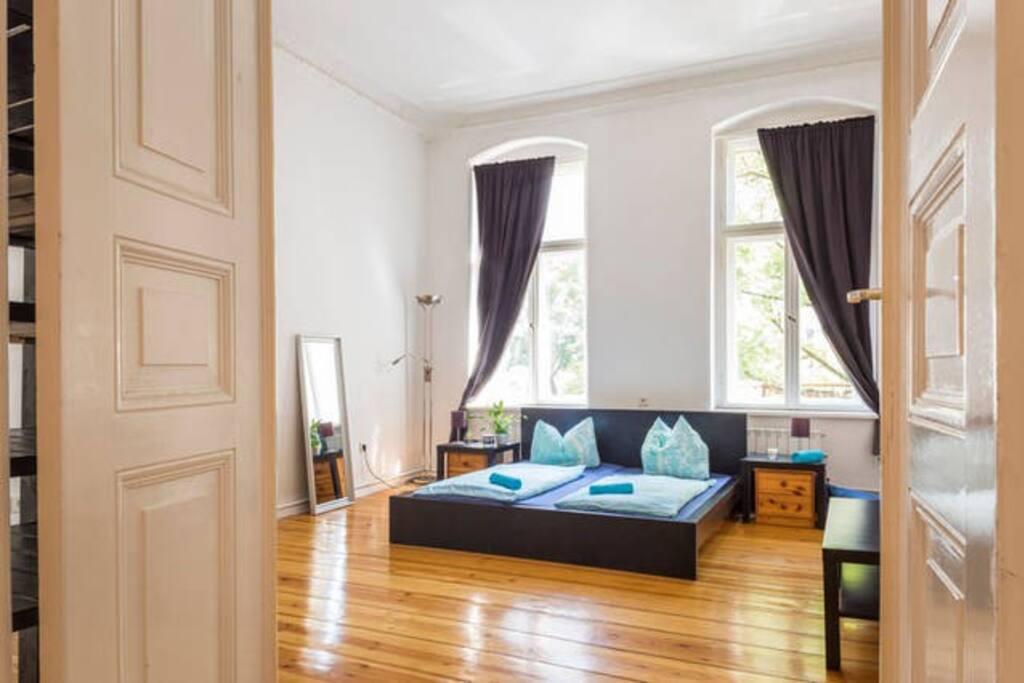 bright room at train close to txl icc zob mitte wohnungen zur miete in berlin berlin deutschland. Black Bedroom Furniture Sets. Home Design Ideas