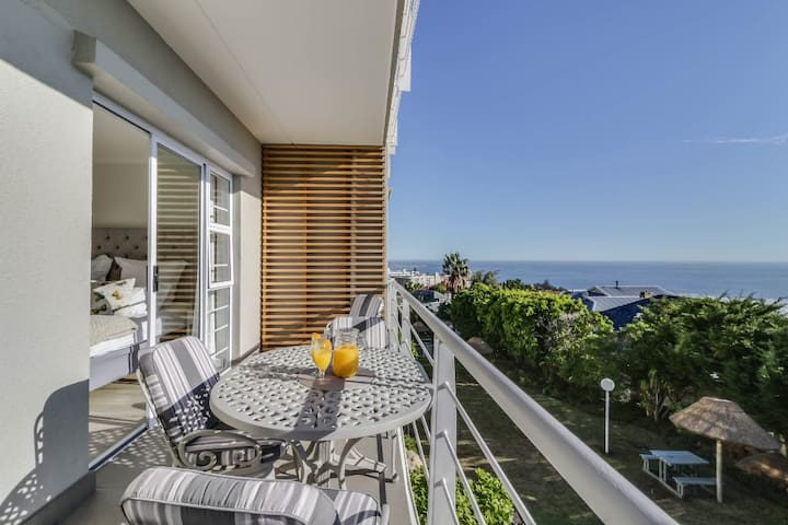14 Oceana - Great location in Camps Bay with views