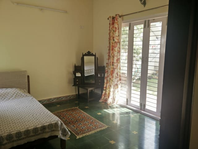 Beautifully done up room in Whitefield, Bangalore - Bangalore - Villa