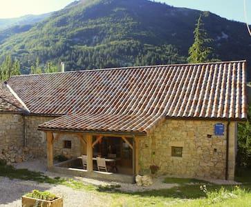 Drôme-Rustige B&B in oude boerij - Val-Maravel