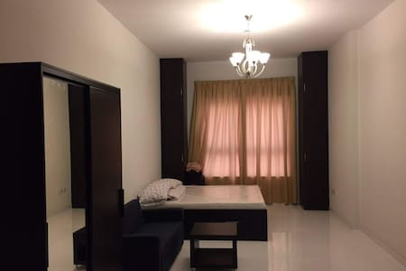 Furnished studio flat available for sharing - 杜拜