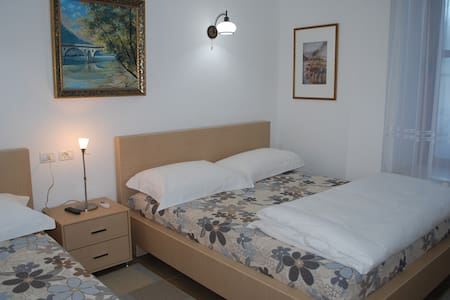 Hotel Osumi Room 1 - Berat - Bed & Breakfast