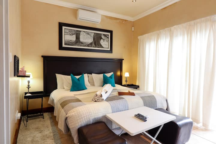 Awali 4 self catering studio in Tableview