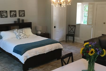 Comfortable Cottage Guest House - Nevada City