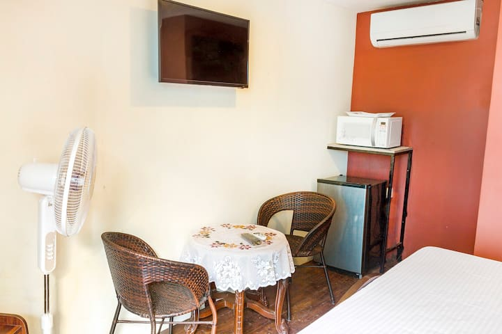 Single bedroom in a guest house - Saligao - Casa