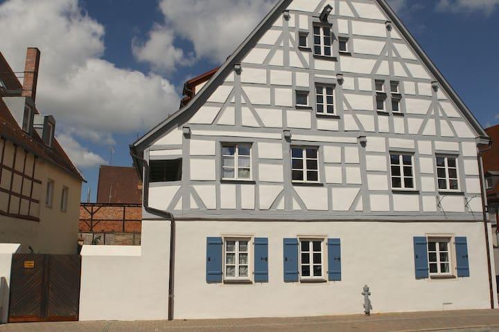 Weißenburg: Charmant wohnen im Denkmal - Weißenburg in Bayern - Apartamento