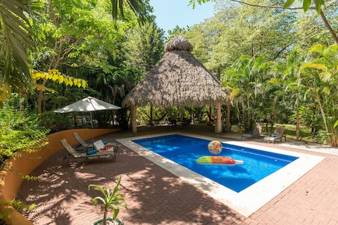 Tropical Penthouse ~ Pool View Balcony ~ Nr Beach