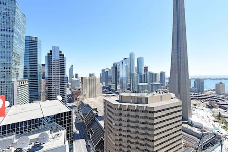 Luxury 2BR Condo Across CN Tower, Union, TIFF/MTCC