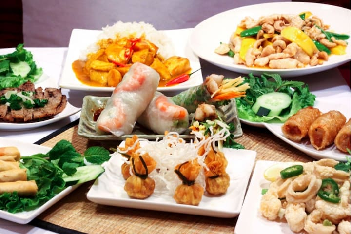 Must – eat¨ foods: Spring roll