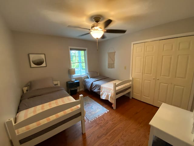 Front bedroom with twin beds