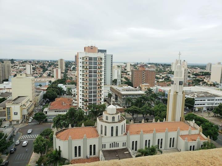 Apartamento amplo no centro em frente Catedral