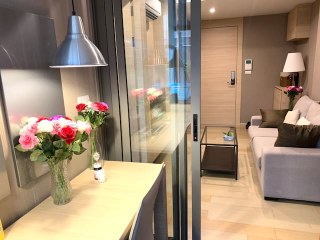 1 bedroom Silom road/ 5 Minutes to BTS, MRT