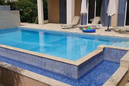 3 bed villa with private pool & large comunal pool - Paphos - Villa