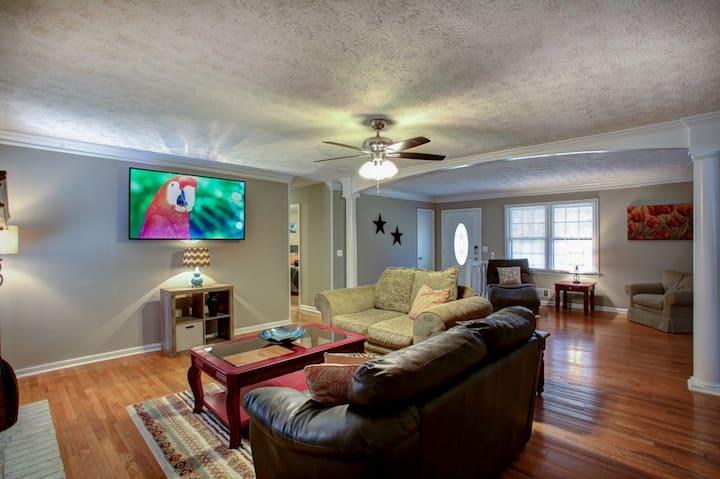 East Cobb Convenience - Whole home - Sleeps 10