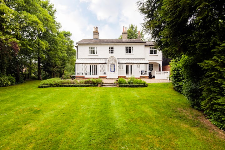 A Grade II Regency home in picturesque countryside