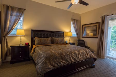#6 KING BED SUITE W/ PRIVATE BATH - Tampa