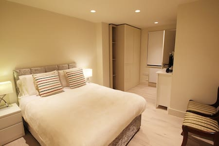 Brand New En-Suite Bedroom Near Big Ben Victoria - London