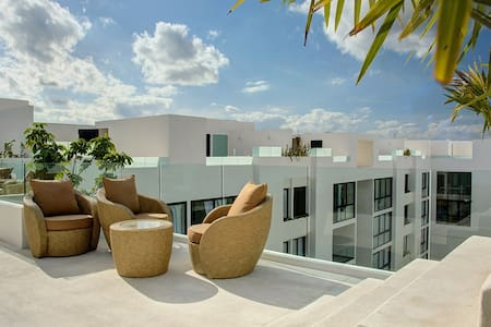 Anah Suites 2BD, rooftop pool, large balcony, gym - Playa del Carmen