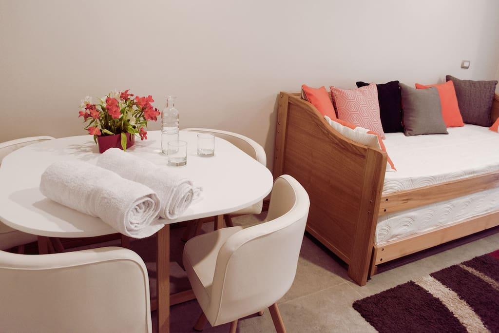 Habitación Suite, comedor y sofá incluido.
