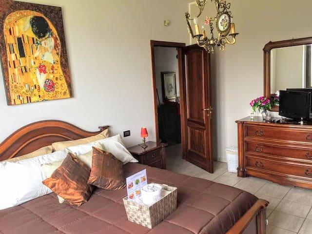 VEV1 Elegant Room in Villa Milan - Vigano - Hus