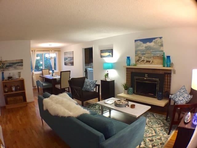 Saltwater House; a charming 3 bdrm bungalow! - Des Moines - Dom