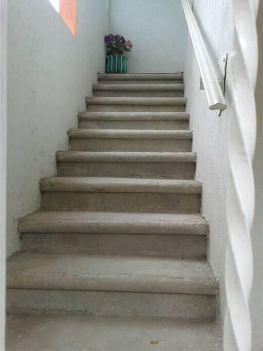 Escalera hacia las habitaciones