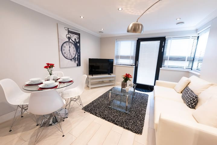 Exclusive 2 Bed Apartment in Central Reading - KSA
