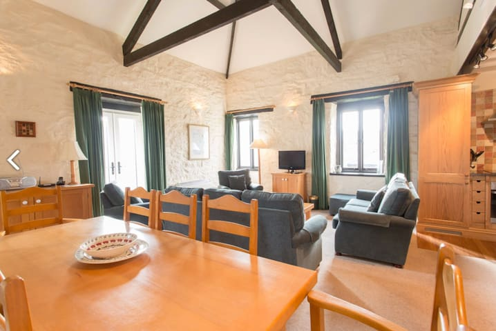 Large converted barn with indoor pool in Devon - Hope Cove - Huis
