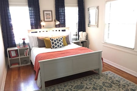 **NEW!!** Cute Bedroom 3 miles from Downtown! - Ház