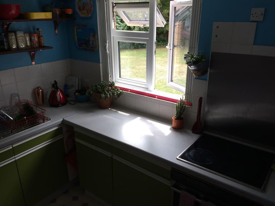 Nice kitchen with oven, hob, fridge freezer, washing machine!