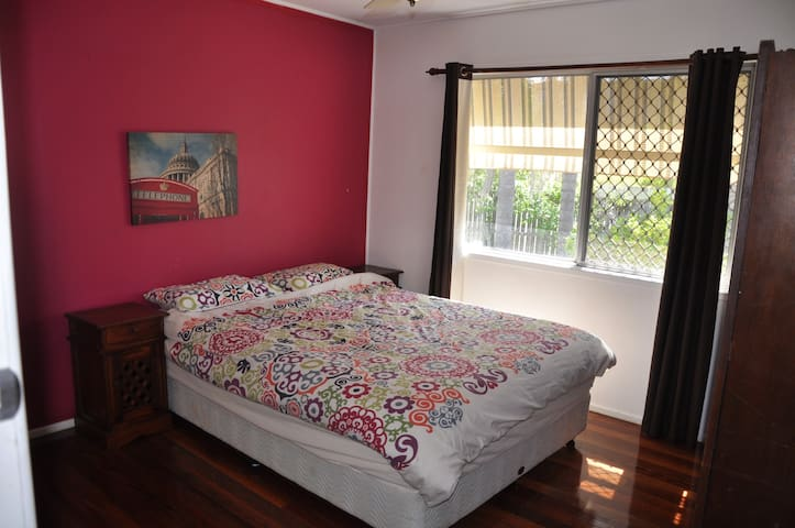 Budget Commonwealth Games Queen bed room