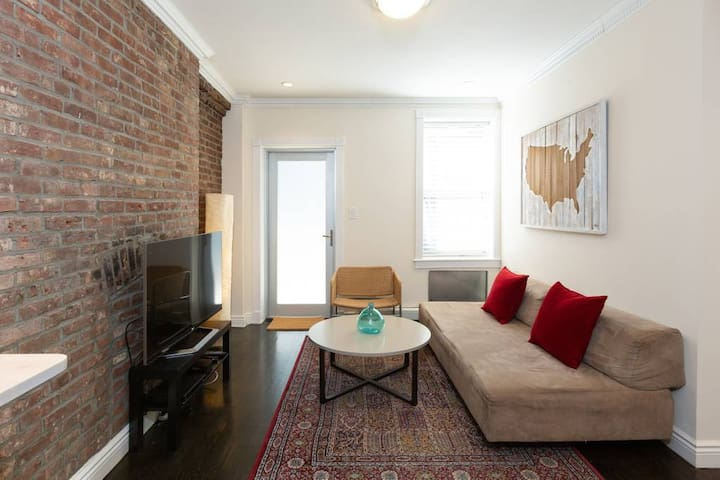 Super Nice, Quiet Modern 1 Bedroom in Chelsea