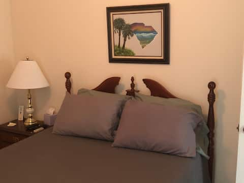 Private and cozy room in Georgetown!!