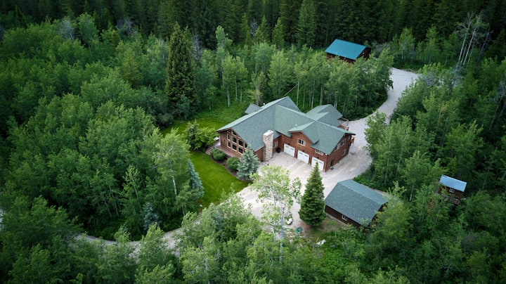 Secluded Mountain Lodge with RV Parking