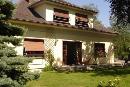 CHAMBRES HOTES LES ACACIAS - Bed & Breakfast