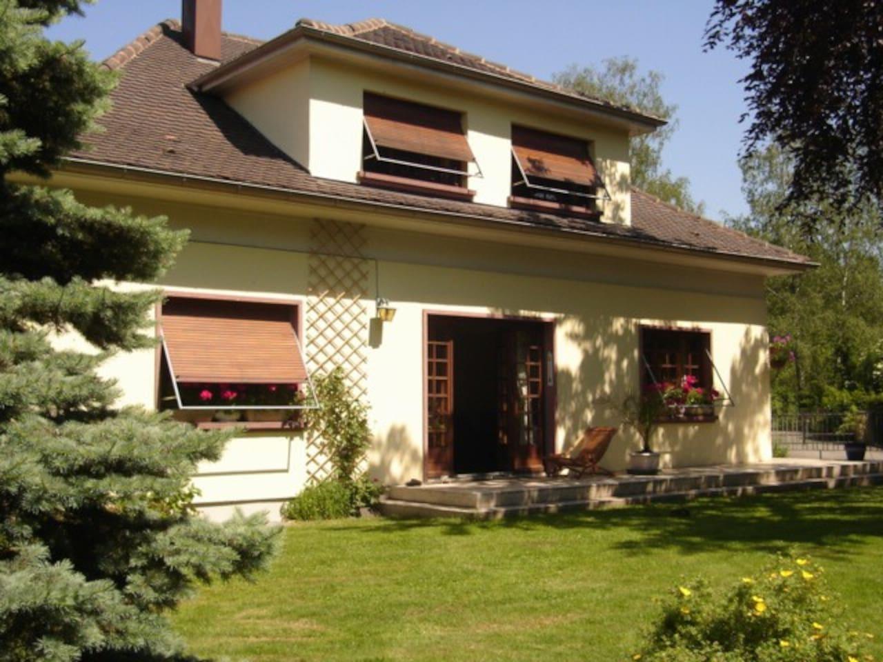 Chambres hôtes à l'étage de notre résidence principale donnant sur le jardin trés calme