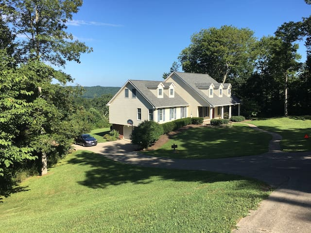 Lookout View Lake Cumberland Whole Home