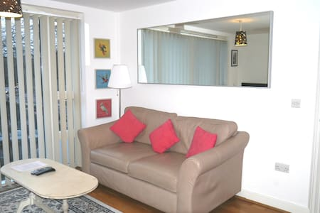 Modern One Bed Apartment In Iconic Queen Square - 布里斯托爾