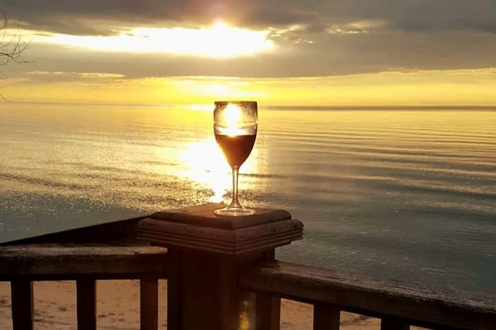Unique Guesthouse on Lake Huron - Great Sunsets!