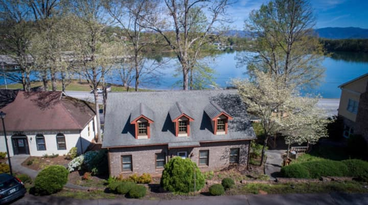 Lake Chatuge Contemporary In-Town Bungalow