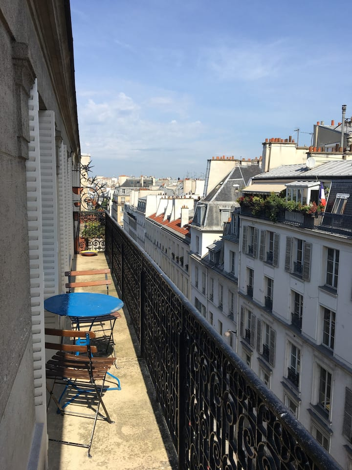 Large typical old  parisian flat, sunny and quiete