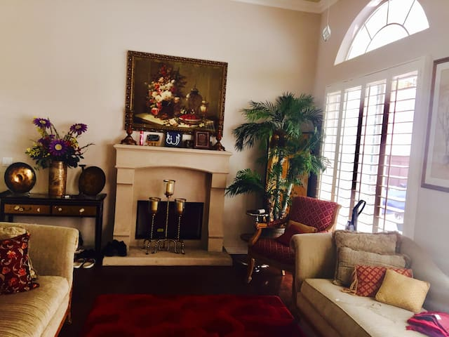 AFFORDABLE PRIVATE SUITE BY LAX
