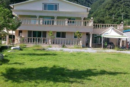영월군 예밀리 포도마을에 위치한 한적하고 조용한 전원주택 - Yeongwol-eup, Yeongweol - Hus